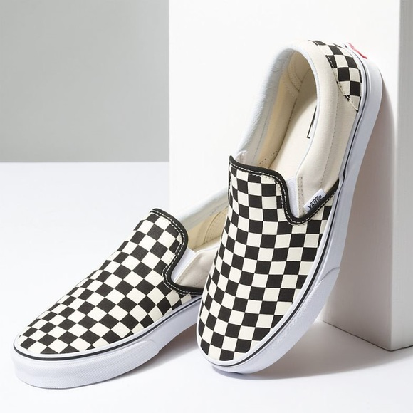 871666d85aa Vans Unisex Checkerboard Slip On Sneakers 7.5 9